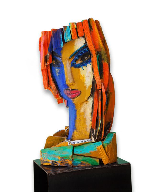 Chica guapa | Madera y hierro policromado. 103 x 63 x 36 cm. 2017