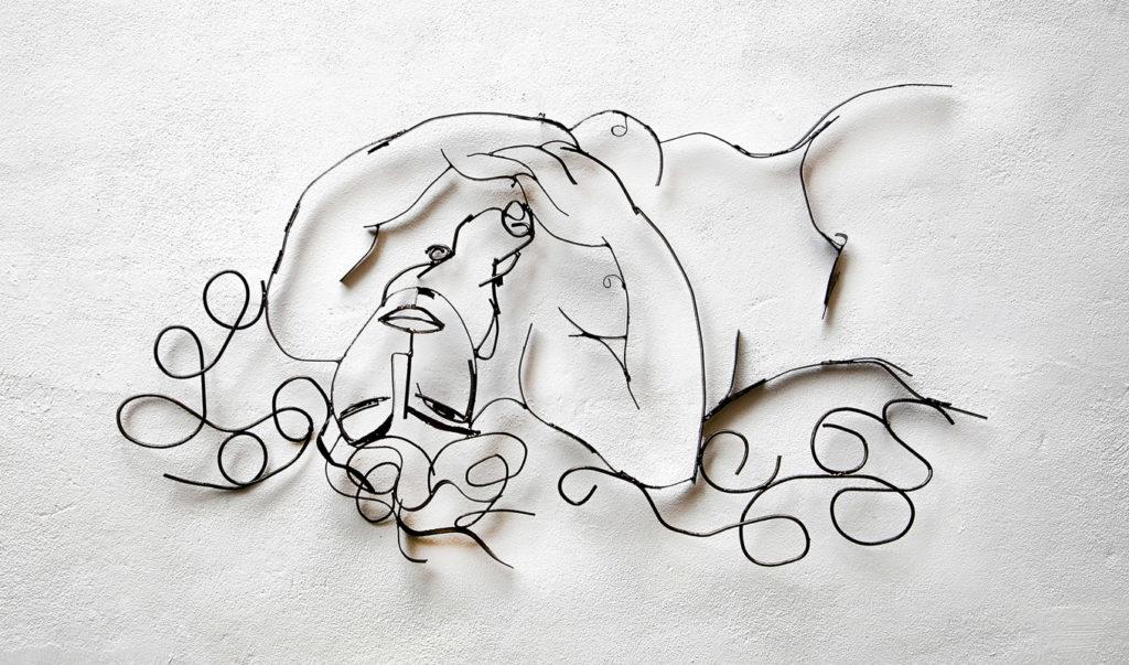 Dama dormida sobre las olas de la vida V | Hierro pintado. 144 x 78 x 7 cm. 2019